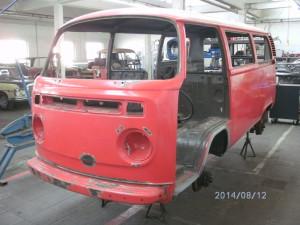 Volkswagen T2b, innen Bundeswehr, außen Feuerwehr